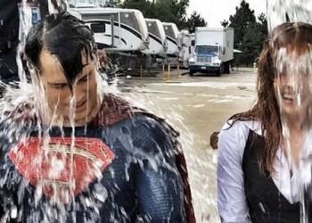 El nuevo traje de Superman en el ALS Ice Bucket Challenge